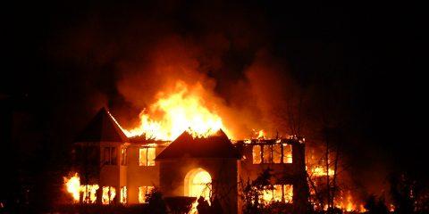 Beschuldigd van opzettelijk schade toebrengen aan uw huis