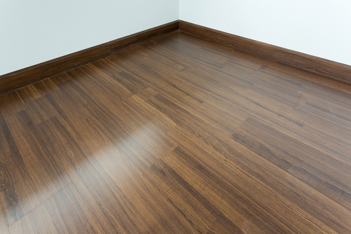 Hier moet je aan denken bij het lakken van een houten vloer